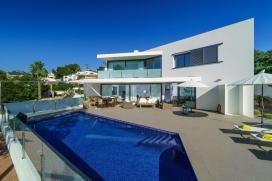 Schöne und Luxus Villa  mit privatem Pool in Moraira, an der Costa Blanca, Spanien für 6 Personen.  Die Villa liegt  etwa 3 Km entfernt vom Strand von Playa de Moraira,  etwa 0,5 Km entfernt von Cala Baladrar und etwa 1,5km von Cala Abogat., Moraira